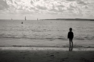 child-and-sea